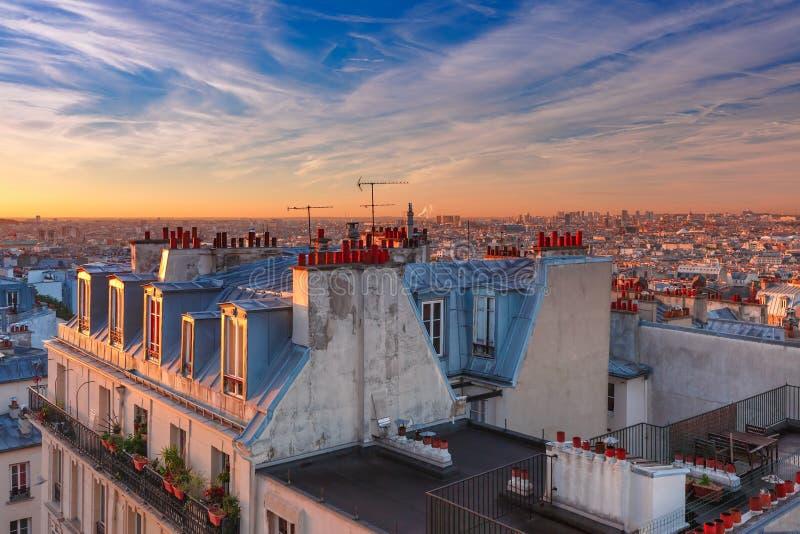 Salida del sol en París, Francia imagen de archivo
