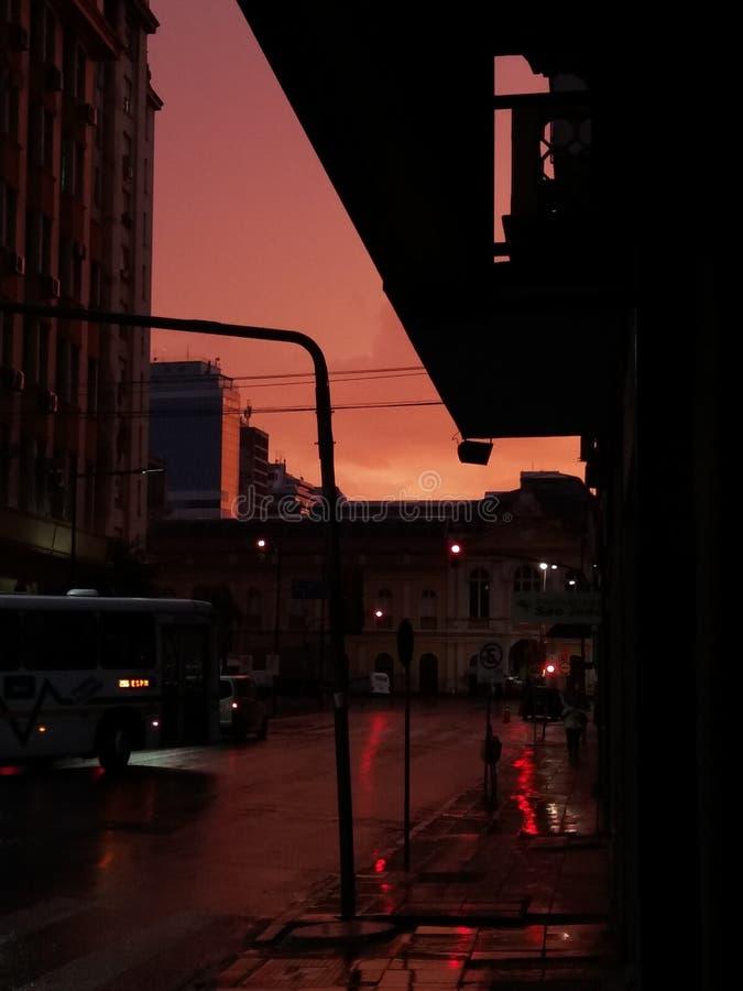 Salida del sol en Porto Alegre, el Brasil fotos de archivo