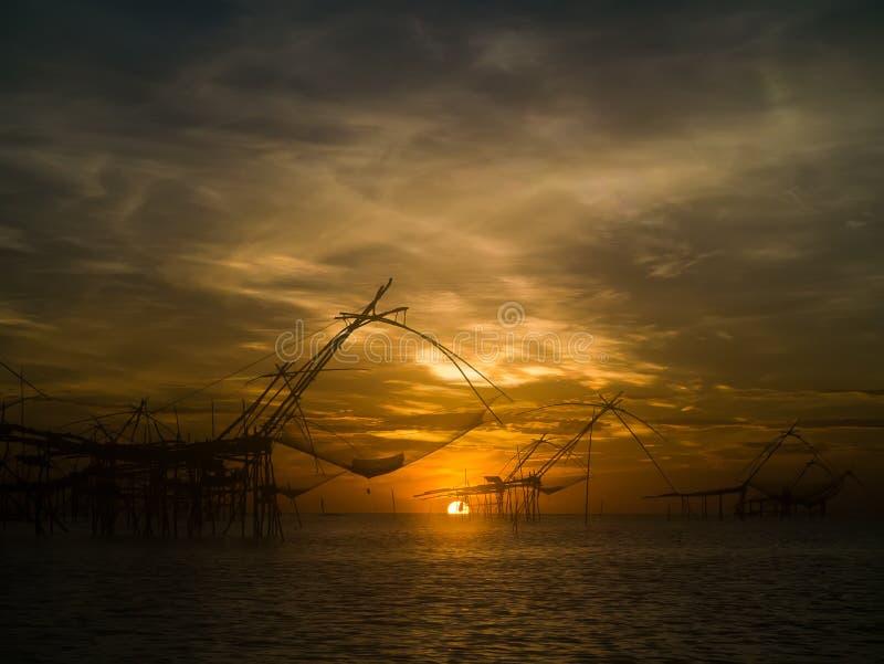 Salida del sol en Thale Noi Waterfowl Park Thailand imagen de archivo