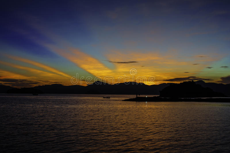 Salida del sol en una isla fotografía de archivo