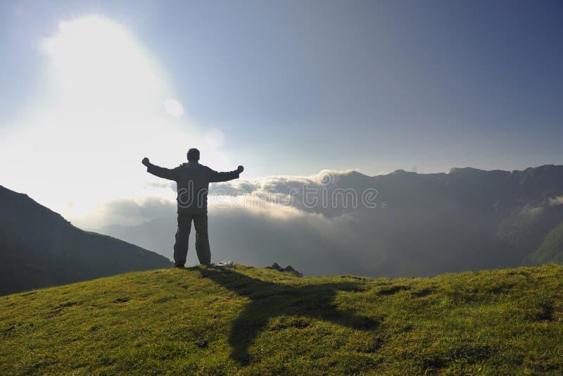 Salida del sol fresca en la montaña imagen de archivo