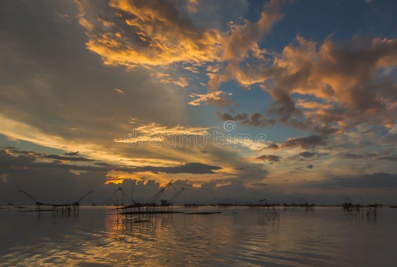 Download Salida del sol hermosa imagen de archivo. Imagen de paisaje - 64206505
