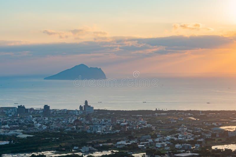 Salida del sol hermosa de la isla de Guishan fotos de archivo