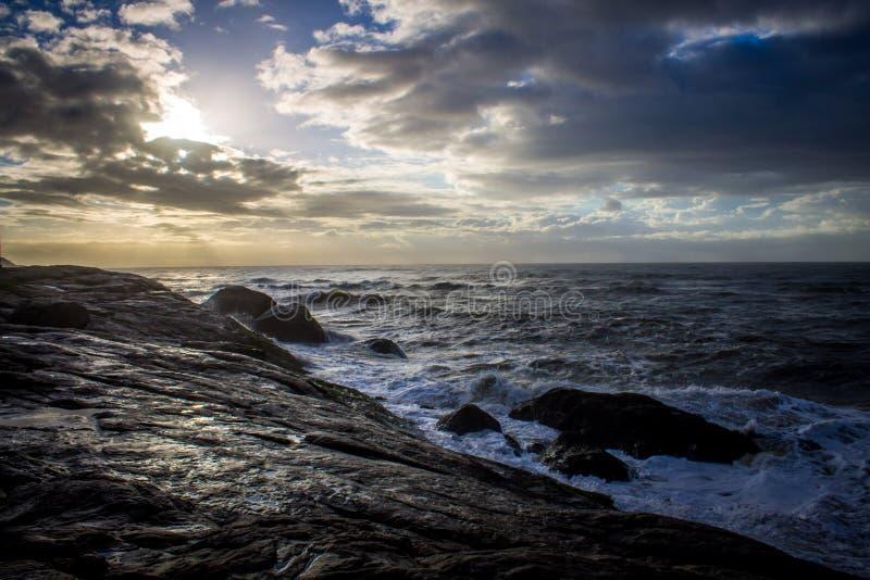 Salida del sol hermosa de la playa imágenes de archivo libres de regalías