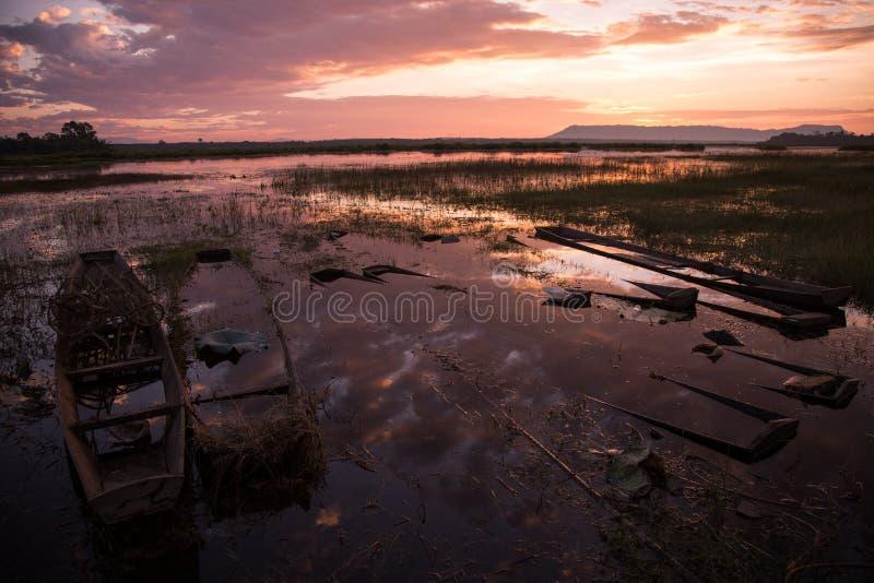 Download Salida Del Sol Hermosa En Bueng Khonglong Foto de archivo - Imagen de sunrise, lago: 64207228