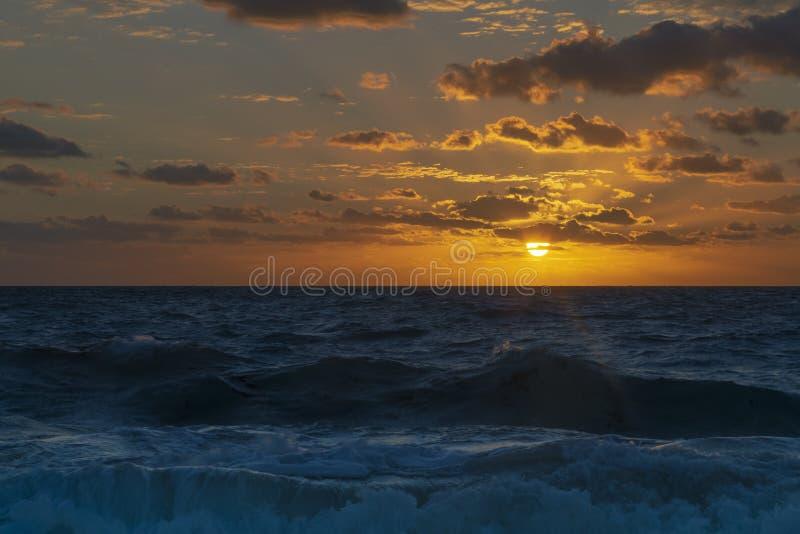 Salida del sol hermosa en la playa blanca, cancun Quintana Roo, México foto de archivo libre de regalías