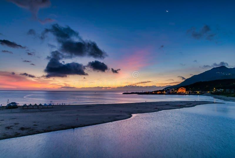 Salida del sol hermosa en Taiw?n imagenes de archivo