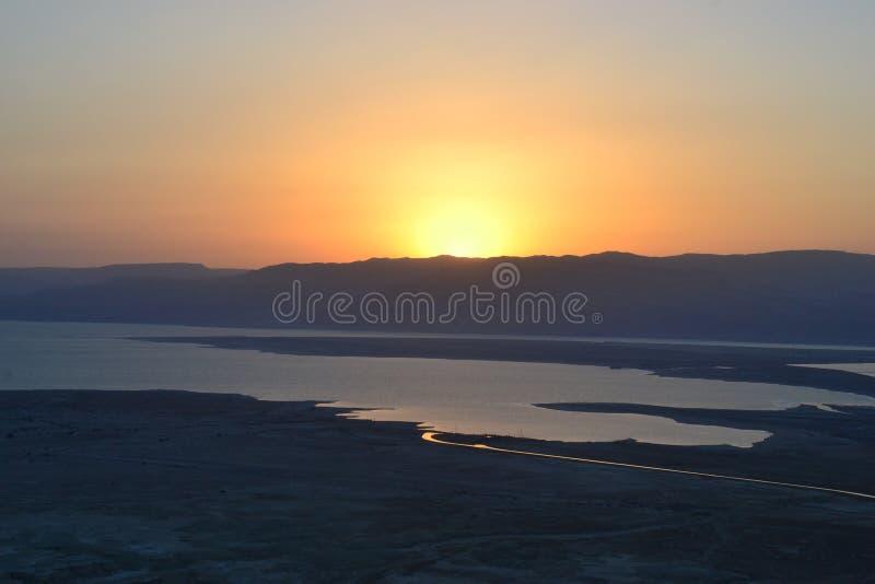 Salida del sol hermosa sobre la fortaleza de Masada Ruinas del palacio de rey Herod en el desierto de Judean, Israel fotografía de archivo libre de regalías