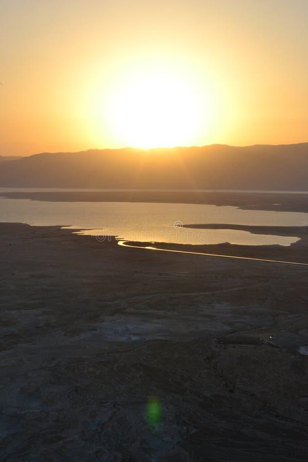 Salida del sol hermosa sobre la fortaleza de Masada Ruinas del palacio de rey Herod en el desierto de Judean, Israel imágenes de archivo libres de regalías