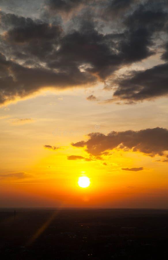 Salida del sol hermosa y divina foto de archivo