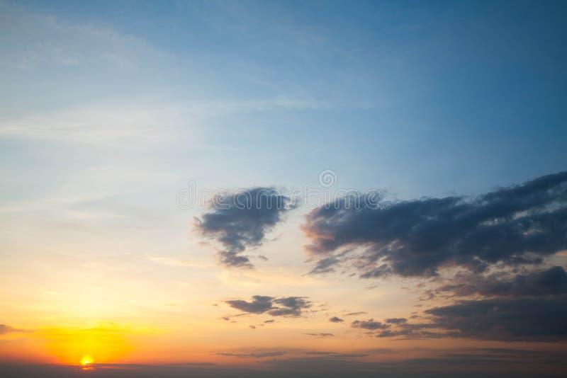 Salida del sol hermosa y divina imagenes de archivo