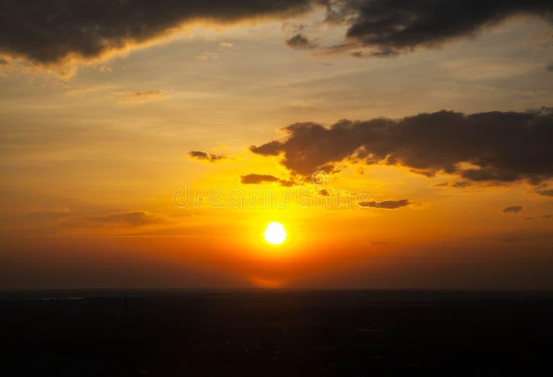 Salida del sol hermosa y divina foto de archivo libre de regalías