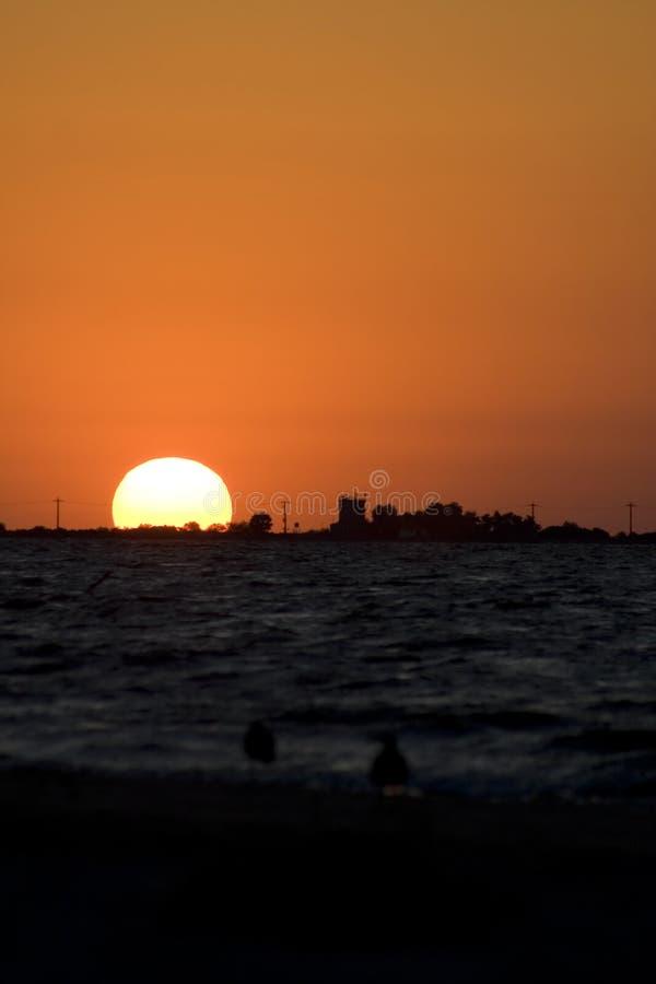 Salida del sol III del mar imagen de archivo