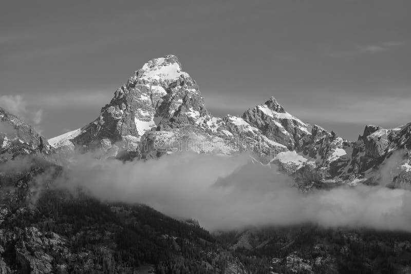 Salida del sol magnífica de Teton, niebla fotos de archivo libres de regalías