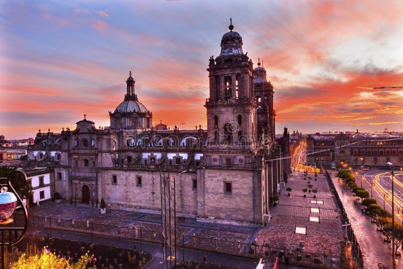 Salida del sol metropolitana de Zocalo Ciudad de México México de la catedral imagenes de archivo