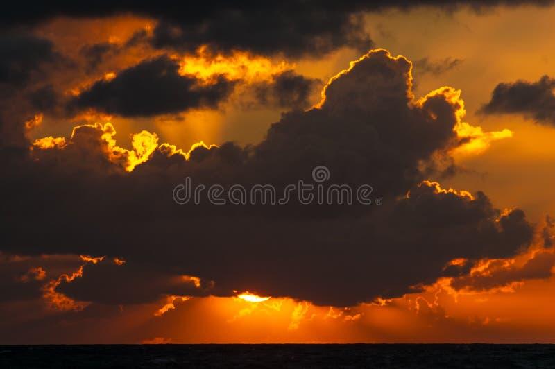 Salida del sol nublada imagen de archivo libre de regalías