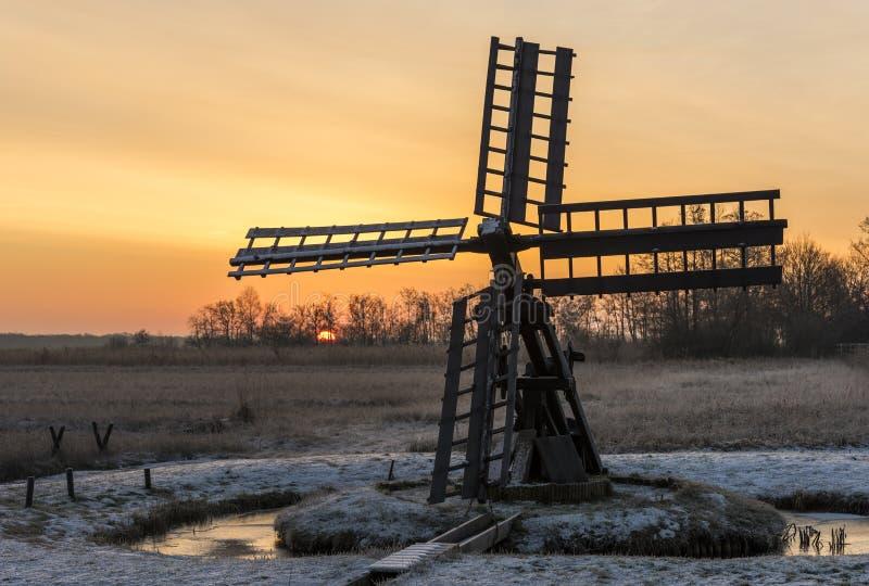Salida del sol Paaltsjasker en Wieden-Weerribben imágenes de archivo libres de regalías