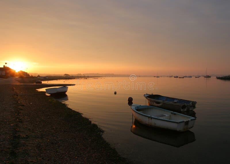 Salida del sol, puerto de Poole. imagen de archivo