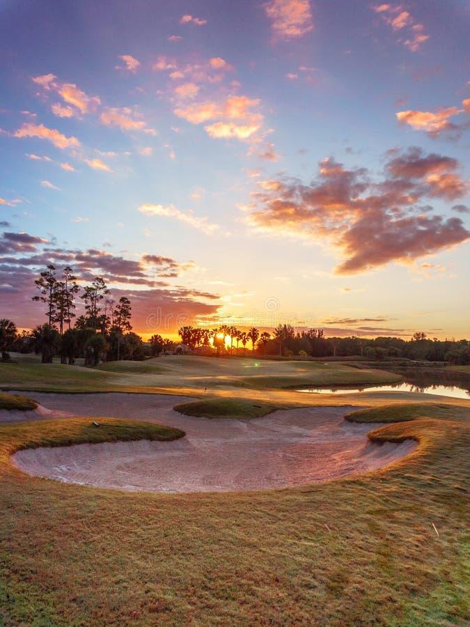 Salida del sol/puesta del sol del campo de golf en la Florida foto de archivo libre de regalías