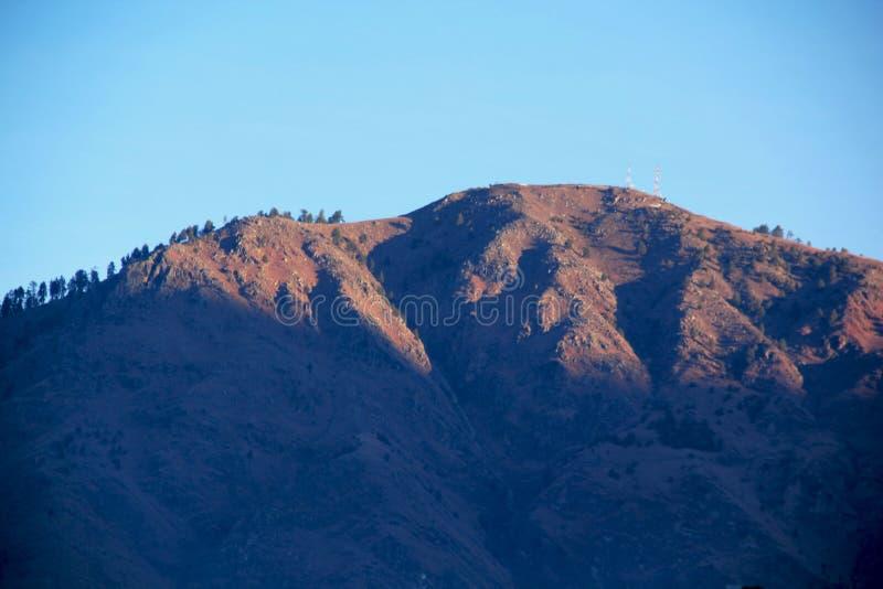 Salida del sol que sorprende en las montañas de Manali fotografía de archivo libre de regalías