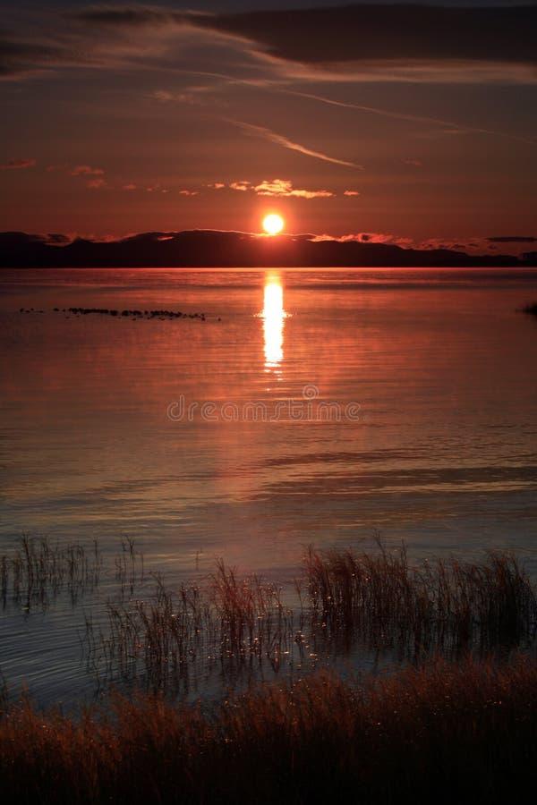 Salida del sol roja de oro de Champlain del lago fotos de archivo libres de regalías