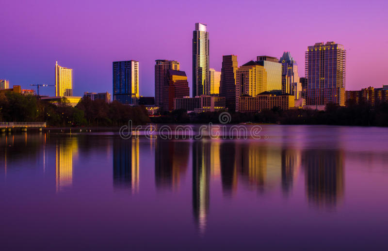 Salida del sol rosada sobre la perfección central de Austin Texas Skyline fotos de archivo