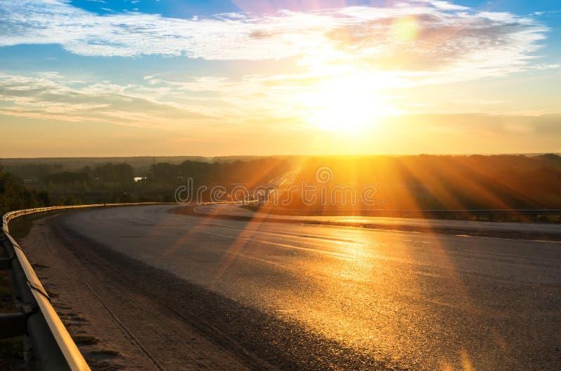 Salida del sol sobre el camino foto de archivo libre de regalías