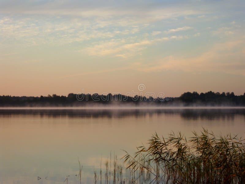 Salida del sol sobre el lago 5 imagen de archivo libre de regalías