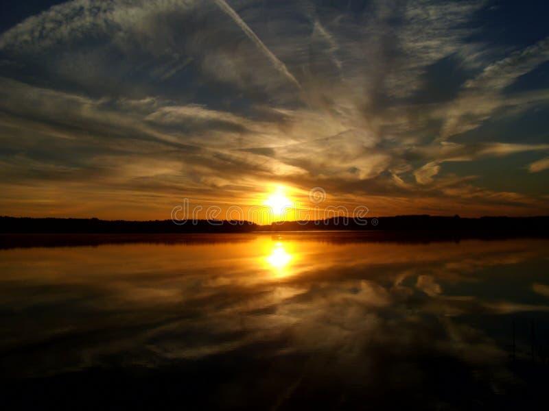 Salida del sol sobre el lago 6 fotografía de archivo libre de regalías