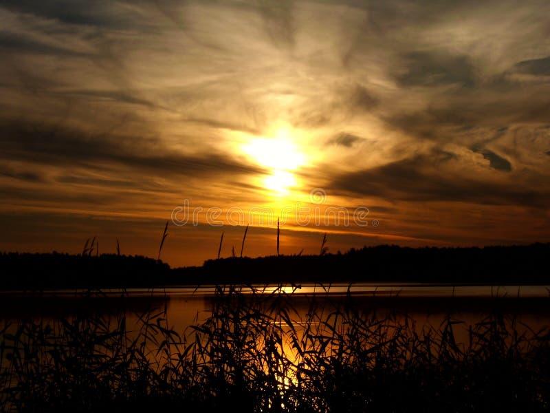 Salida del sol sobre el lago 8 imágenes de archivo libres de regalías