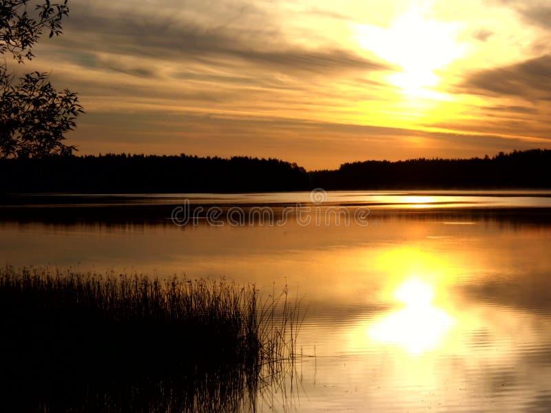 Salida del sol sobre el lago 9 foto de archivo libre de regalías