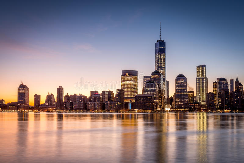 Salida del sol sobre el Lower Manhattan fotos de archivo libres de regalías