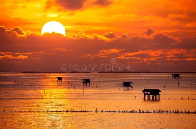 Salida del sol sobre el mar imagen de archivo libre de regalías