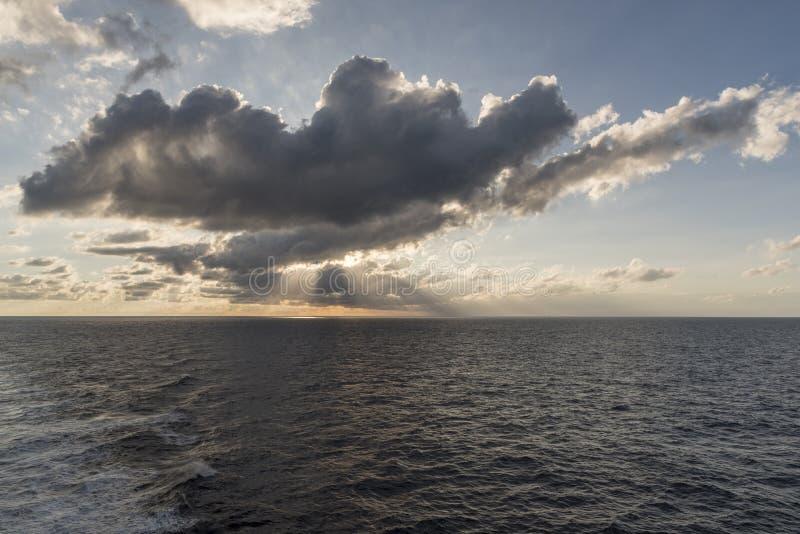 Salida del sol sobre el mediterráneo foto de archivo libre de regalías