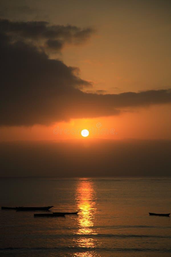 Salida del sol sobre el Océano Índico fotos de archivo libres de regalías