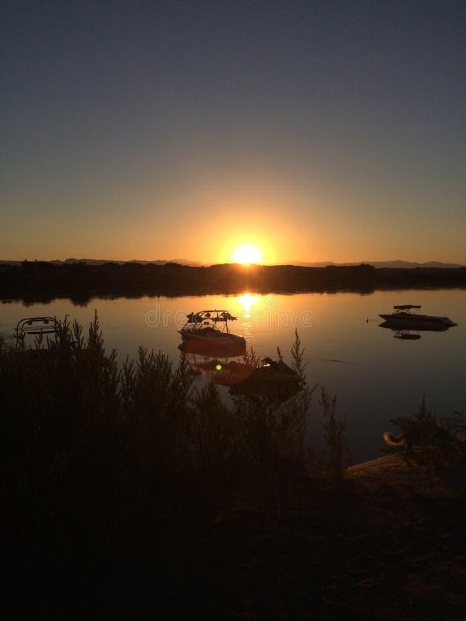 Salida del sol sobre el río fotografía de archivo libre de regalías