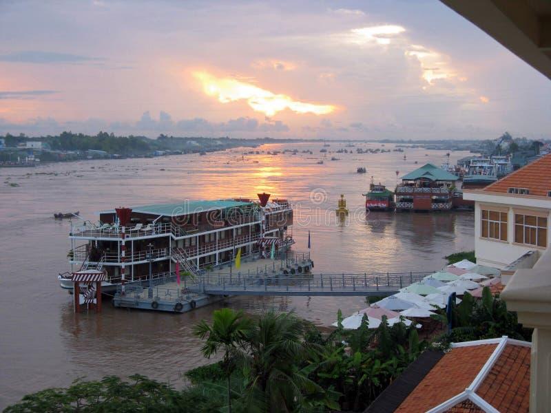 Salida del sol sobre el río de Mekong imagen de archivo