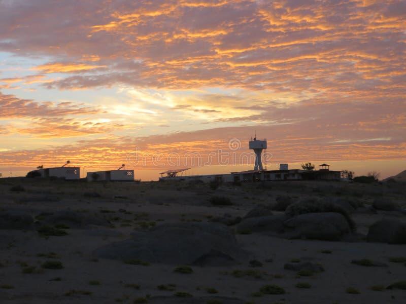 Salida del sol sobre Gobabeb fotos de archivo libres de regalías