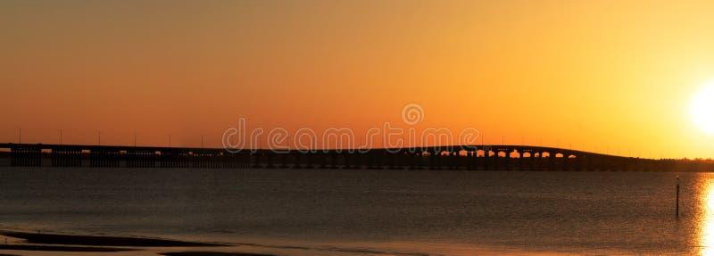 Salida del sol sobre la bahía del ST Louis Bridge fotografía de archivo libre de regalías
