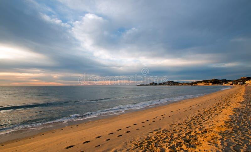 Salida del sol sobre la playa en San Jose Del Cabo en Baja California México imágenes de archivo libres de regalías