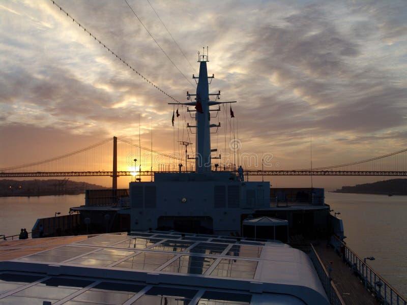 Salida del sol sobre Lisboa imágenes de archivo libres de regalías