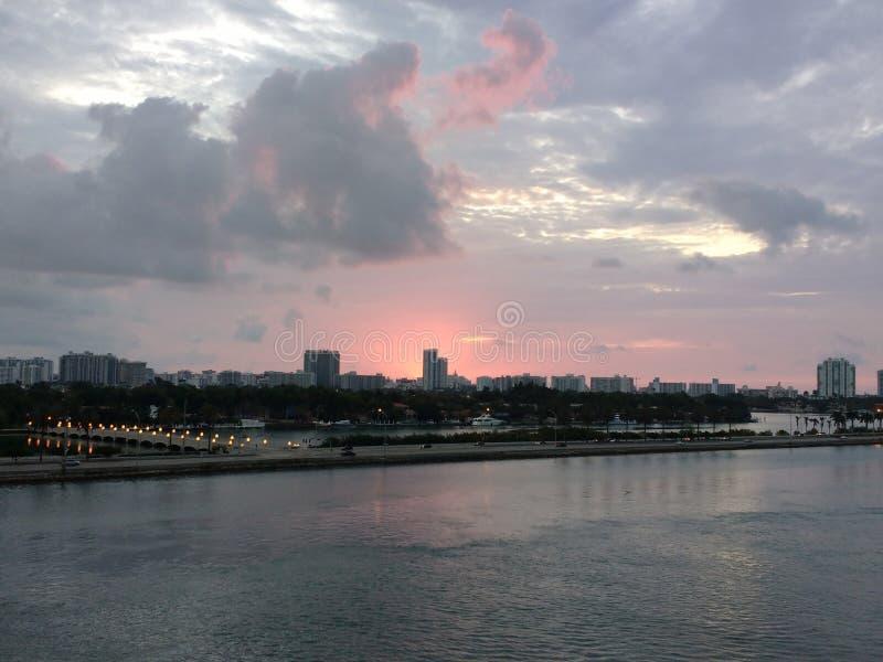 Salida del sol sobre Miami fotos de archivo