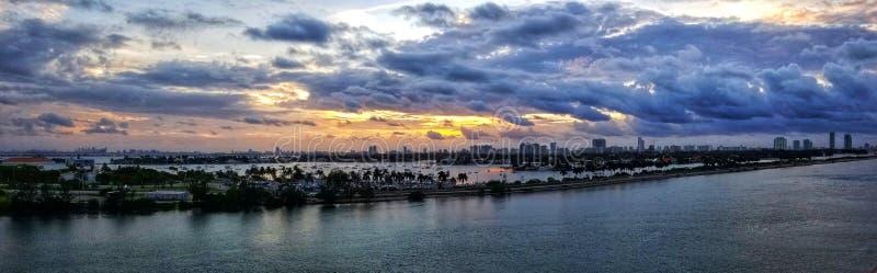 Salida del sol sobre Miami, la Florida foto de archivo