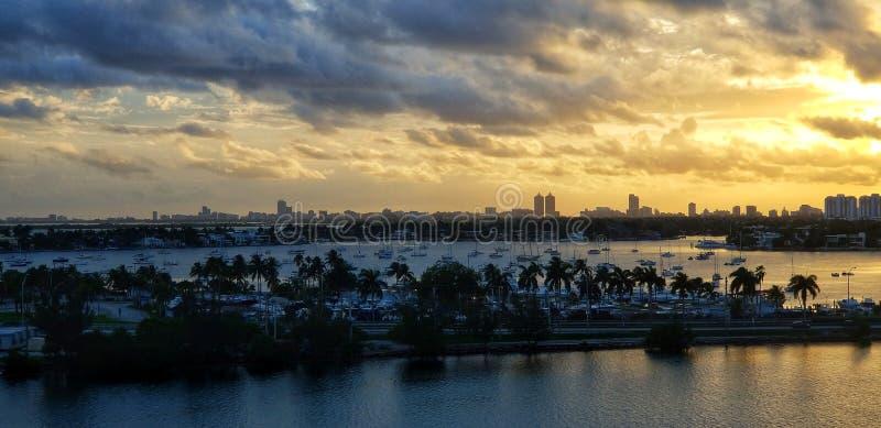 Salida del sol sobre Miami, la Florida foto de archivo libre de regalías