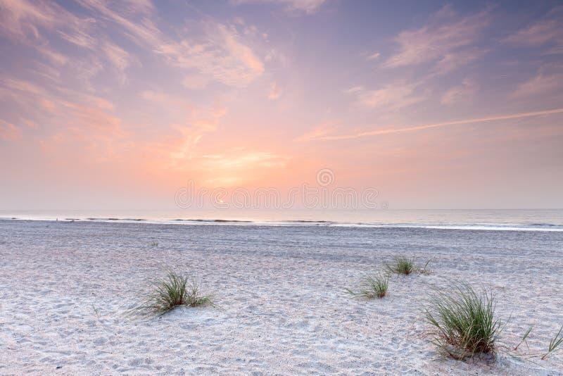 Salida del sol sobre Océano Atlántico en la Florida del sur fotos de archivo
