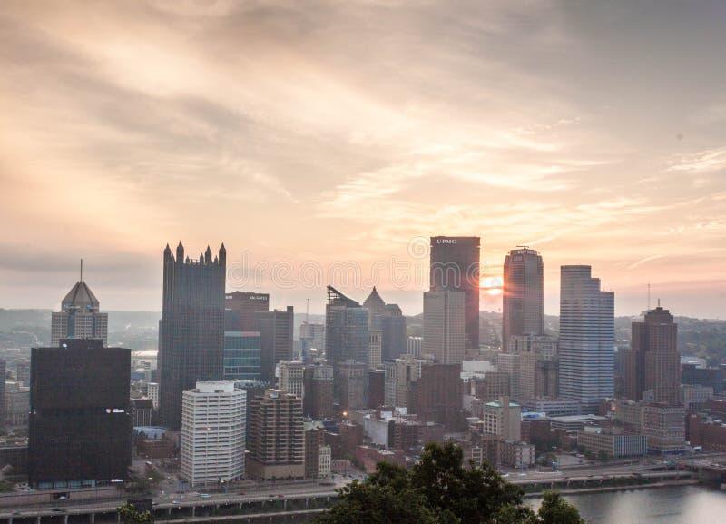 Salida del sol sobre Pittsburgh foto de archivo libre de regalías