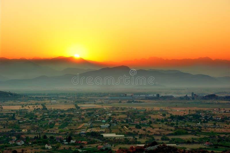 Salida del sol sobre Podgorica foto de archivo libre de regalías