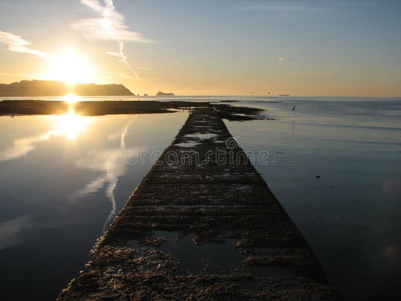 Salida del sol sobre Torbay fotografía de archivo