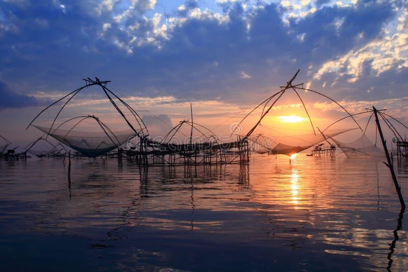 Salida del sol sobre zona pesquera  imagen de archivo libre de regalías