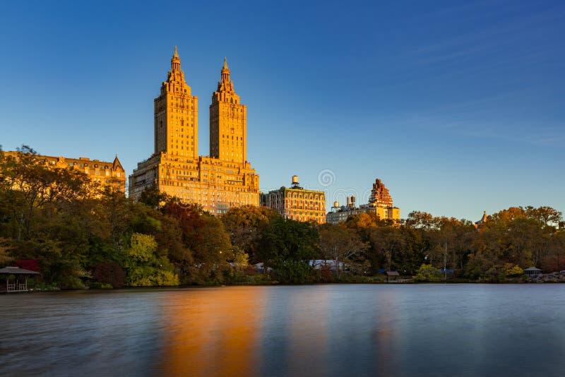 Salida del sol superior del lado oeste y del lago central Park Nueva York fotos de archivo libres de regalías